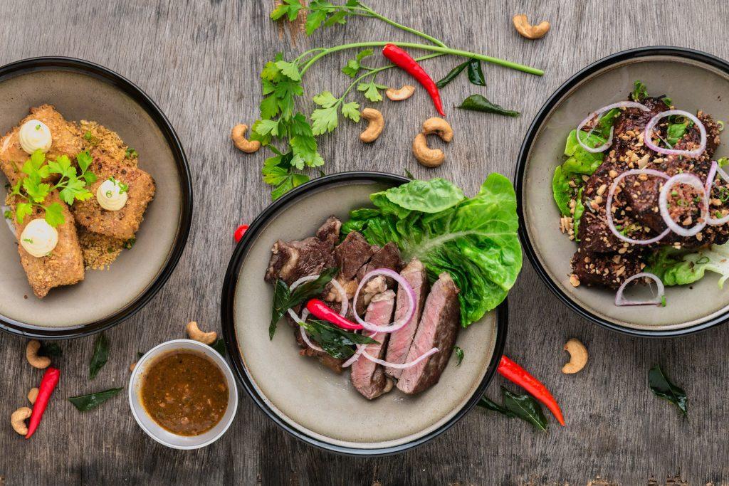 repas savoureux avec viande